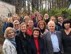 Die künftigen Waldgesundheitstrainer und die Kursleiter. Zweite von links BHV-Projektleiterin Gabriella Squarra, Mitte Prof. Dr. Dr. Angela Schuh (LMU München)