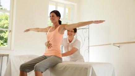 Krankengymnastik hilft, Rückenschmerzen vorzubeugen, © Bayerischer Heilbäder-Verband e.V.