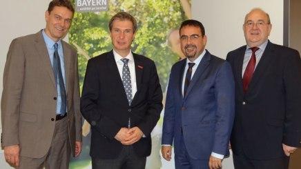 von links: Dr. Bernhard Harrer (dwif), Bürgermeister Laurent O. Mies, Vorsitzender Klaus Holetschek und Geschäftsführer Rudolf Weinberger, © Tourismus Obersdorf