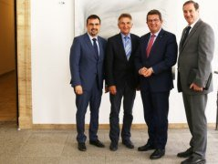 von links: Klaus Holetschek (Vorsitzender BHV), MdL Walter Taubeneder, Staatssekretär Franz Josef Pschierer und Alois Brundobler (stv. Vorsitzender BHV), © Bayerisches Staatsministerium für Wirtschaft und Medien, Energie und Technologie