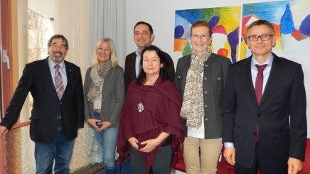 von rechts: Joachim Görtz (bpa), Gabriella Squarra (Kur GmbH), Barbara Braml (Gesundheitspädagogin), Kai Kasri (bpa), Marita Hämmerlein (Leiterin des Vivaldo Seniorenhauses St. Laurentius in Piding) und Dr. Christian Alex (BHV), © Bayerischer Heilbäder-Verband e.V.